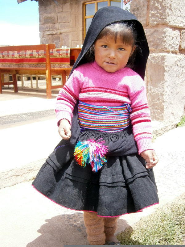 Niña en la Isla Taquile