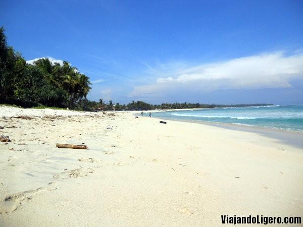 Krui Indonesia  city pictures gallery : La playa junto a nuestro ¨guest house¨ en Krui