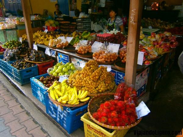 puesto de fruta - mercado chiang mai