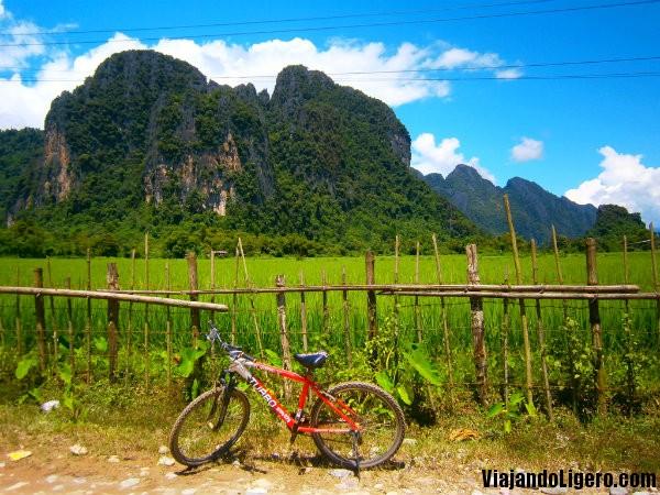 En bici hacia Tham Phu Kham
