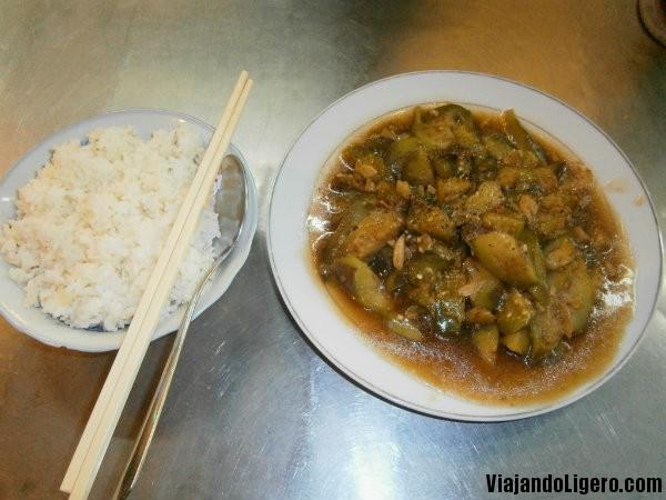 Berenjenas fritas con arroz
