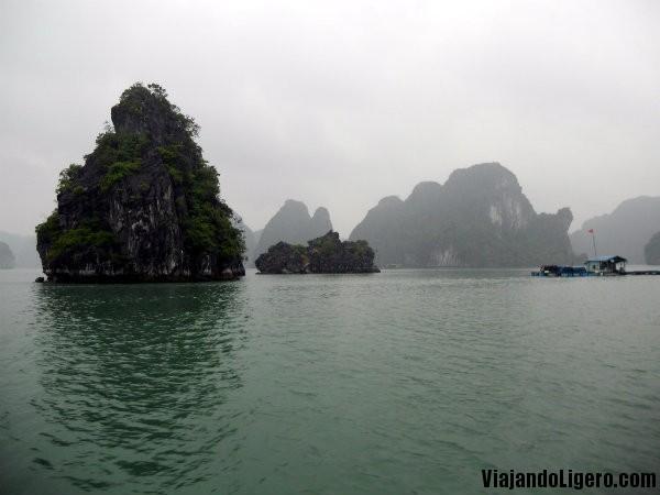 Halong Bay, nublado