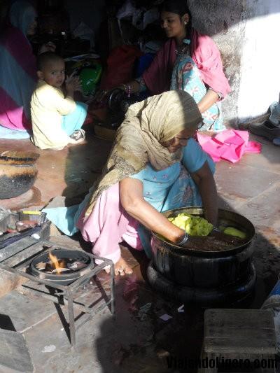 Jaipur, tiñendo ropa
