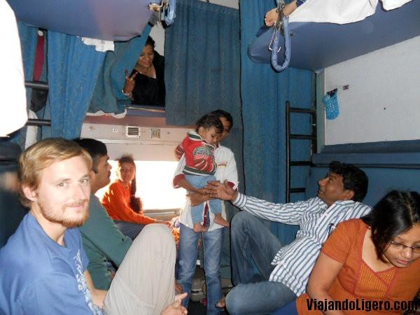 Tren Jhansi a Goa
