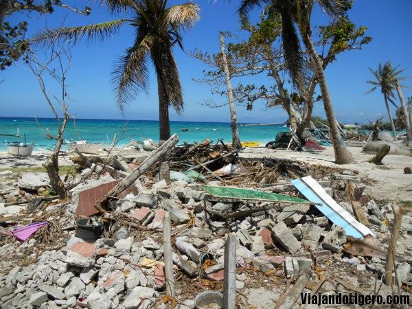 Escombros en Malapascua