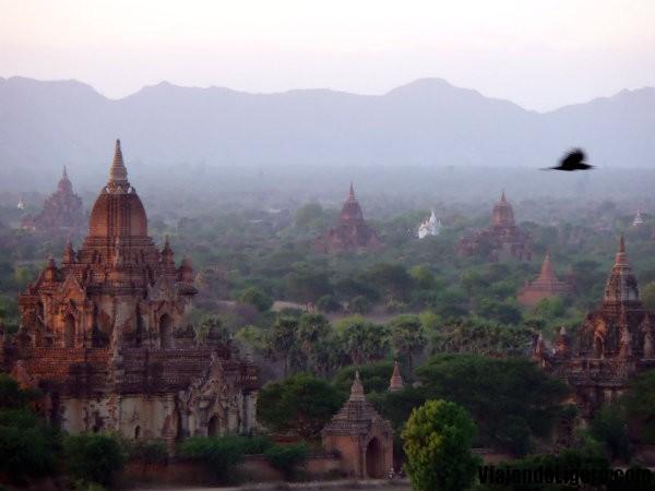 Sobrevolando Bagan