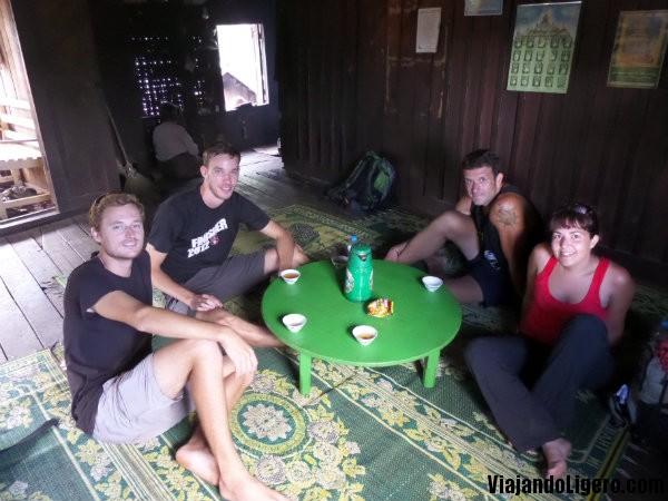 Hora del té en el trekking a Lago Inlé
