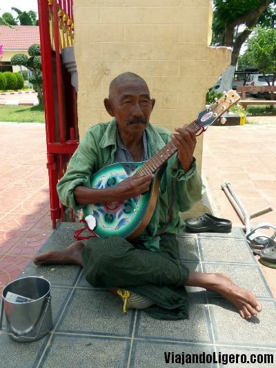 Músico en el Templo chino