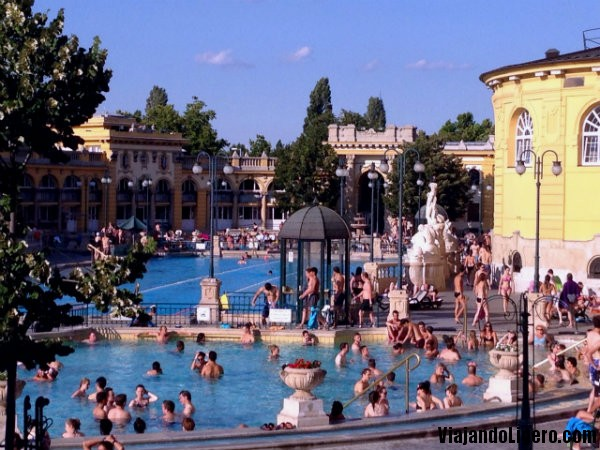 Budapest monumental decadencia ba os termales y ruin pubs viajando ligero - Banos budapest ...